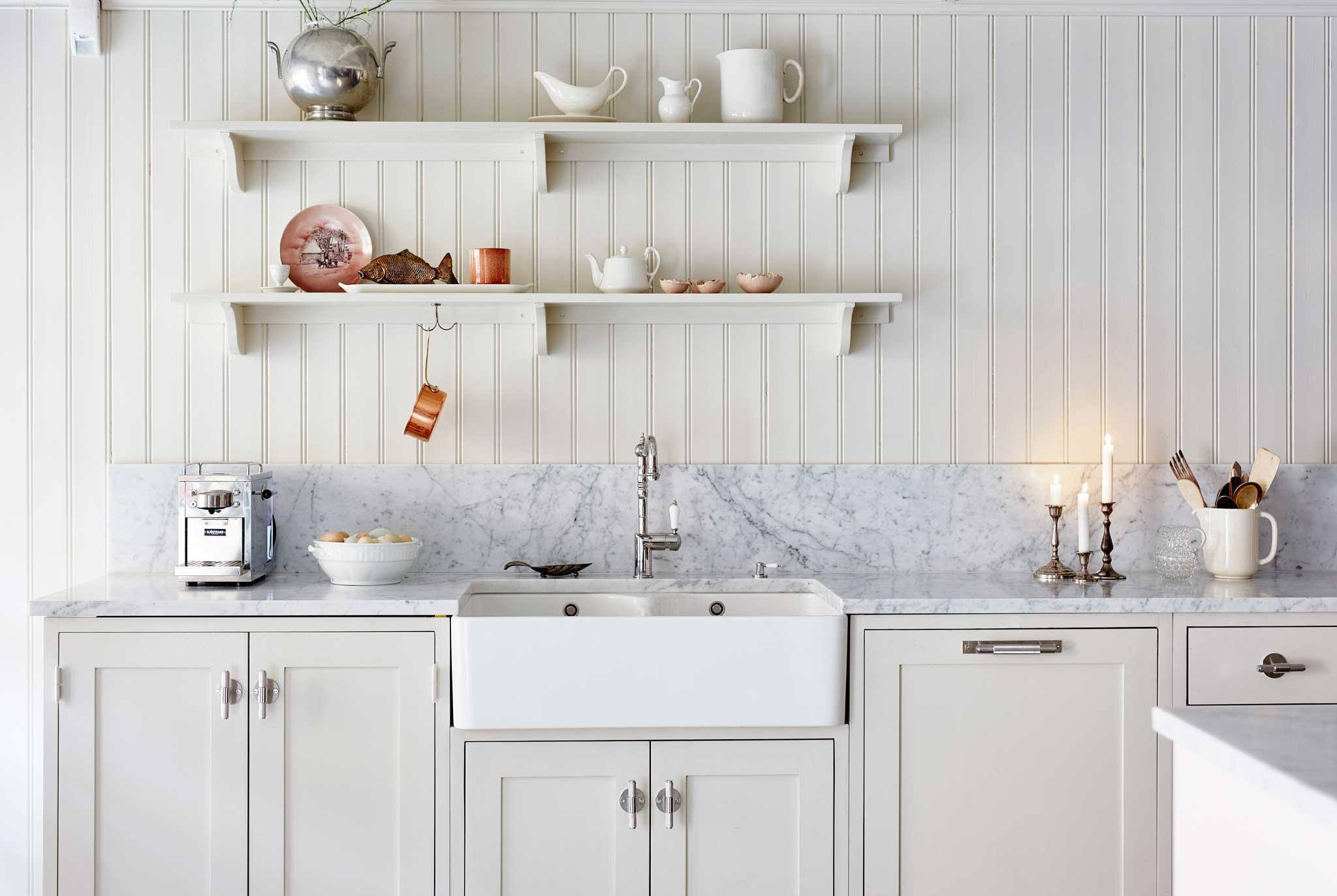 Cream colored Scandinavian Shaker Kitchen