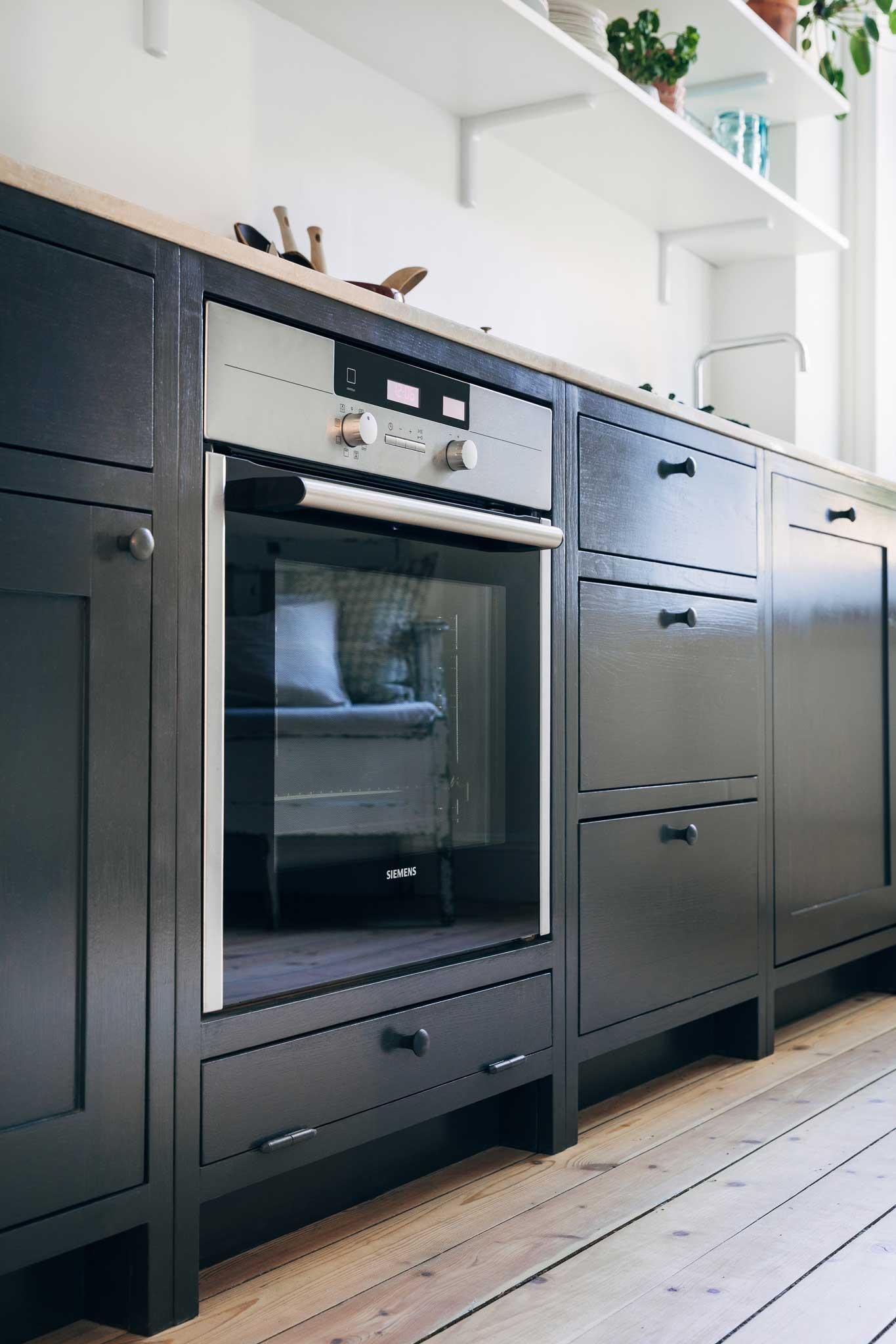 Dark blue Scandinavian Shaker Kitchen