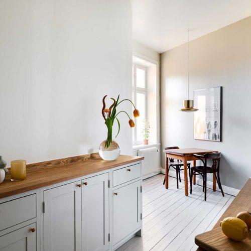 Light gray Scandinavian Shaker Kitchen