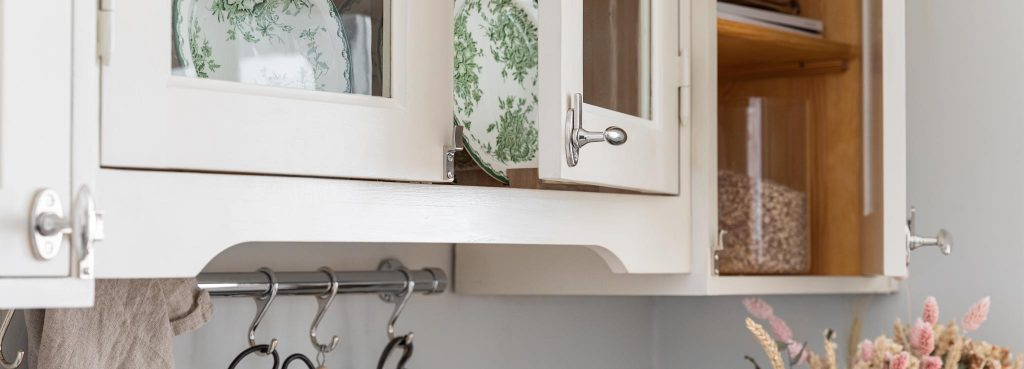 Creme colored 1920s old-fashioned Kitchen from Scandinavian Shaker Kitchen