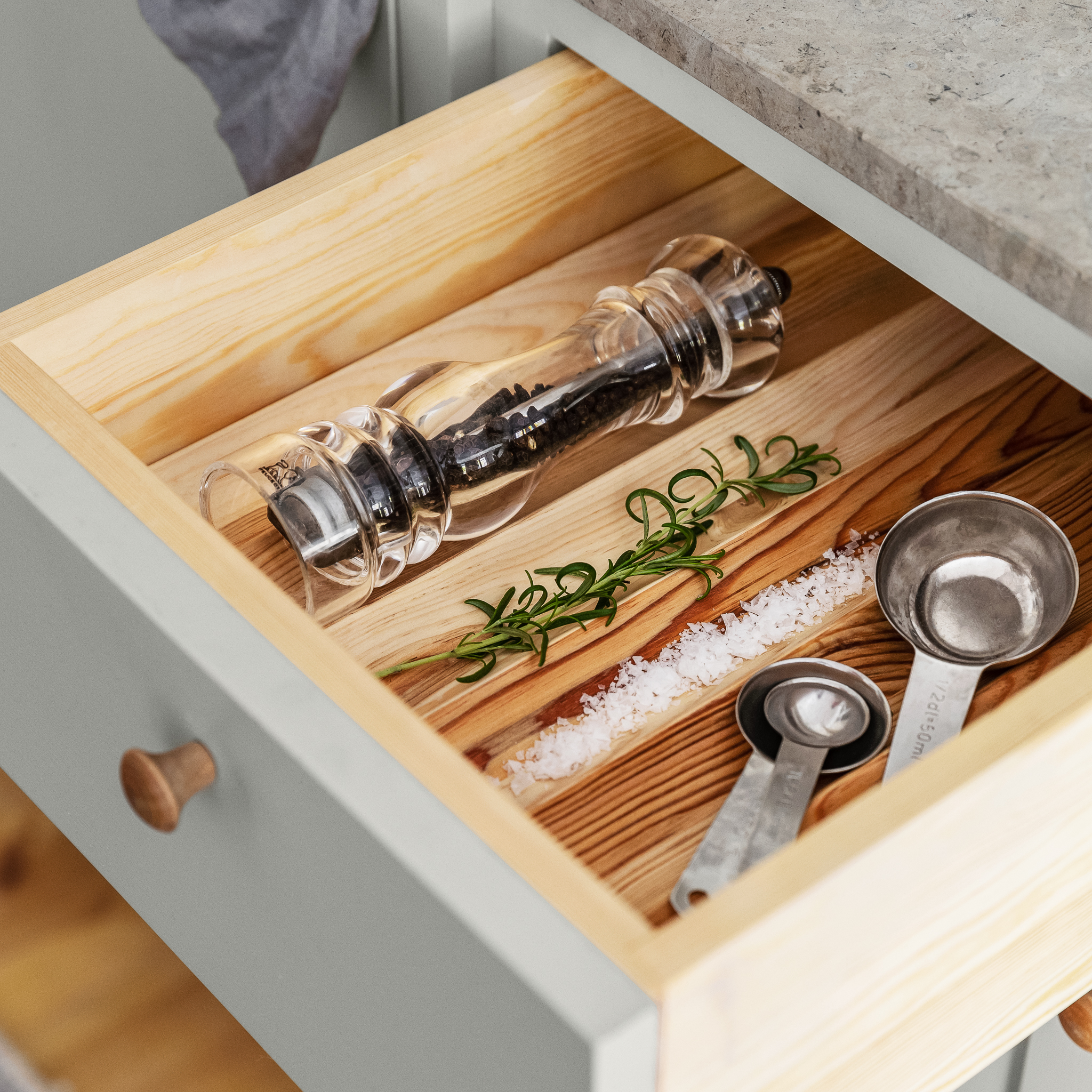 Cutlery divider for spices from Scandinavian Shaker Kitchen